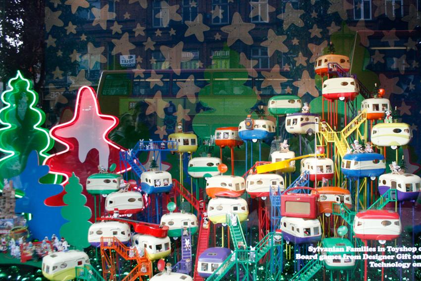 Christmas Toy Ideas : Vitrine de sarbatori department store holiday windows