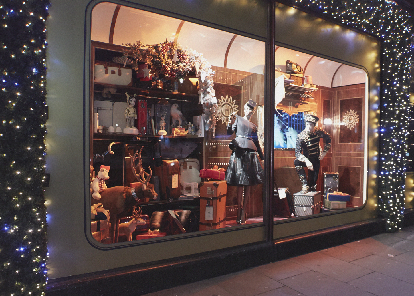 window shopping Window shopping is a term referring to the browsing of goods by a consumer with or without the intent to purchase window shopping is often practised by a particular segment, known as the recreation-conscious or hedonistic shopper.